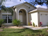 4 bed 2 bath luxury villa. 8 miles from Disney. South Facing Pool overlooking conservation area. Games Room. Free wi-fi access