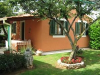 Greenside apartment with pool in Pula, Istria.