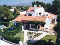 Detached family villa, with private pool near to the sea