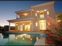 Luxury 4 bedrooms villa in Albufeira Algarve 8 people near of English Strip with private pool