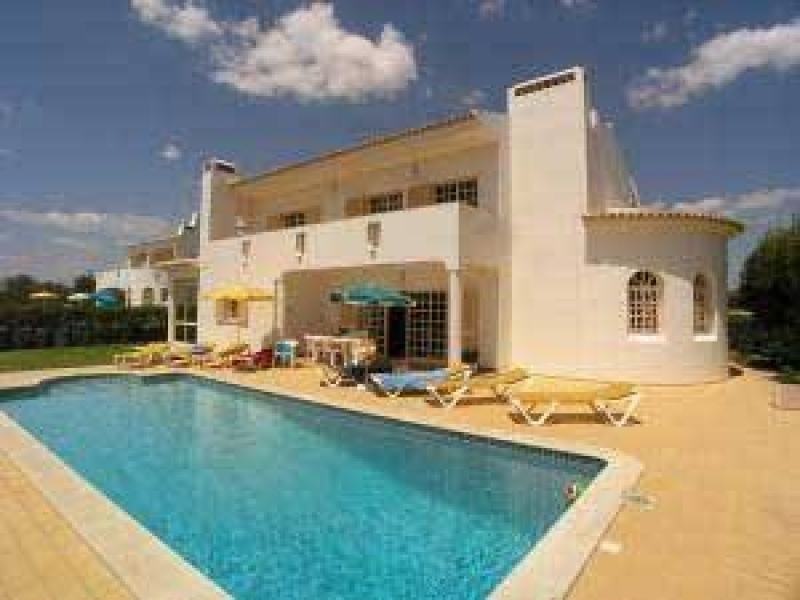 4 bed villa with pool to rent Guia