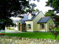 PRIVATE DIRECT ACCESS TO GOLDEN SANDY BEACH FROM THESE 4 STAR COTTAGES IN THE SEASIDE VILLAGES OF RATHMULLAN