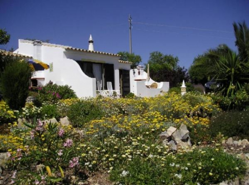 Large, sunny & bright 1 bedroom apartment cottage with sea views in the Central Algarve - sleeps 3
