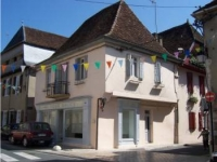 2 bedroom town house situated in the heart of the Bearnais countryside in Salies de Bearn, South West France