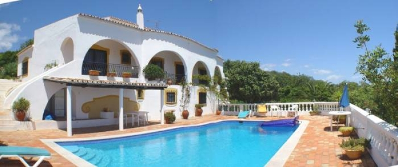 Portuguese style Villa with panoramic views over coastal towns and countryside