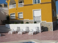 apartment in villa to rent near Guardamar Alicante with own secluded pool and se
