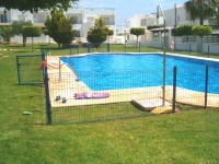 Beautifully furnished immaculate 2 bed Apt 200m from Beach